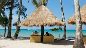 บนชายหาด, ทรายสีขาว, ผ้าเช็ดตัวชายหาด, นวดบนชายหาด