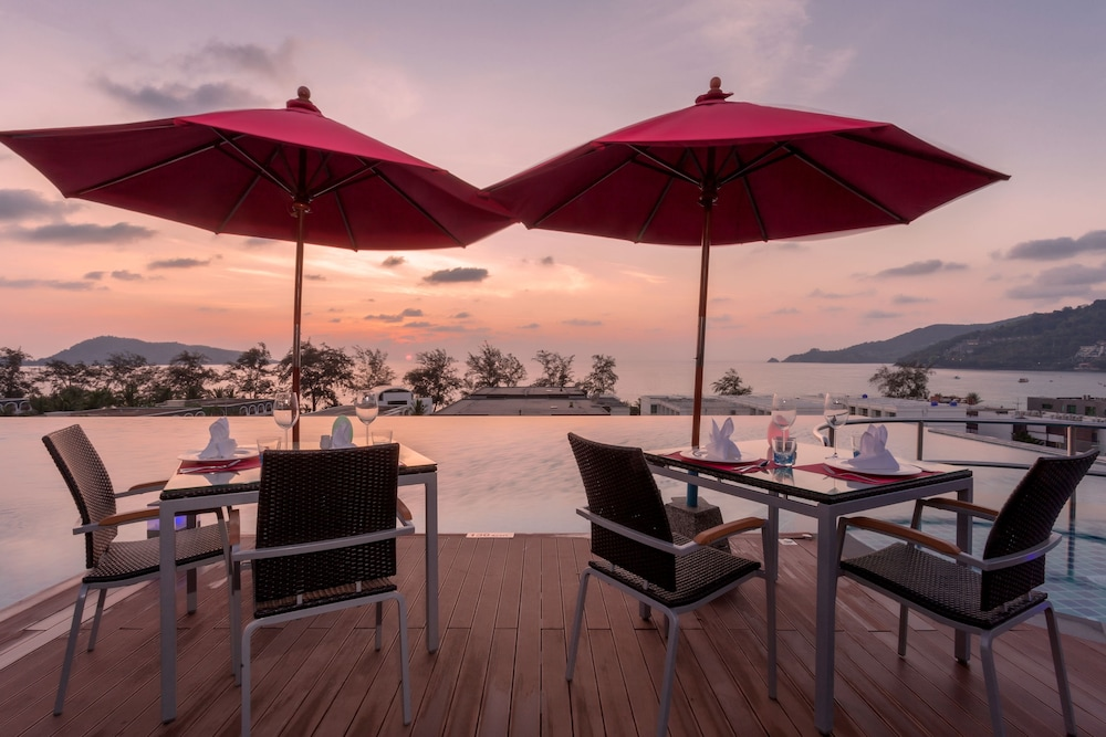 Outdoor Dining, The Charm Resort Phuket