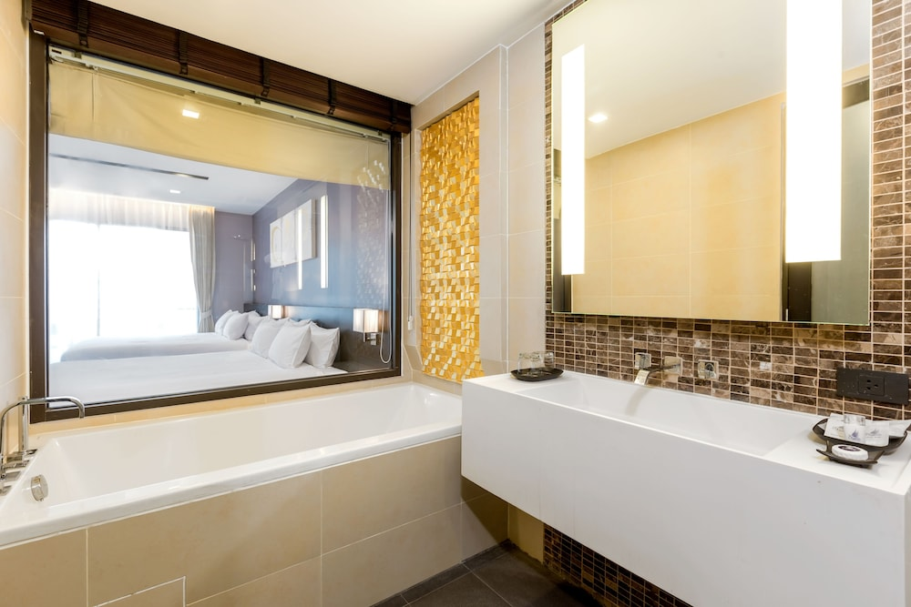 Bathroom, The Charm Resort Phuket