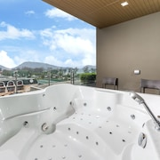 Bathtub Spa Luar Ruangan