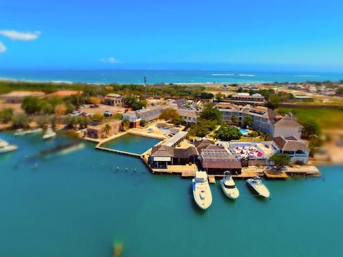 Grand Port Royal Hotel Marina & Spa