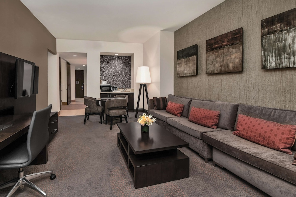 Living Area, Hilton Dallas/Plano Granite Park