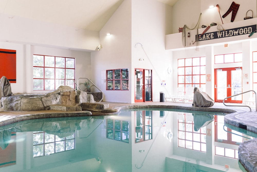 Indoor Pool, Wildwood Lodge
