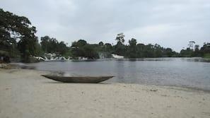 Planche à voile, beach-volley, bar de plage, surf