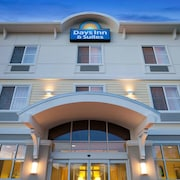 Days Inn & Suites by Wyndham Altoona