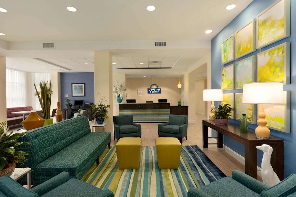 Days Inn & Suites by Wyndham Altoona: 2019 Room Prices $59
