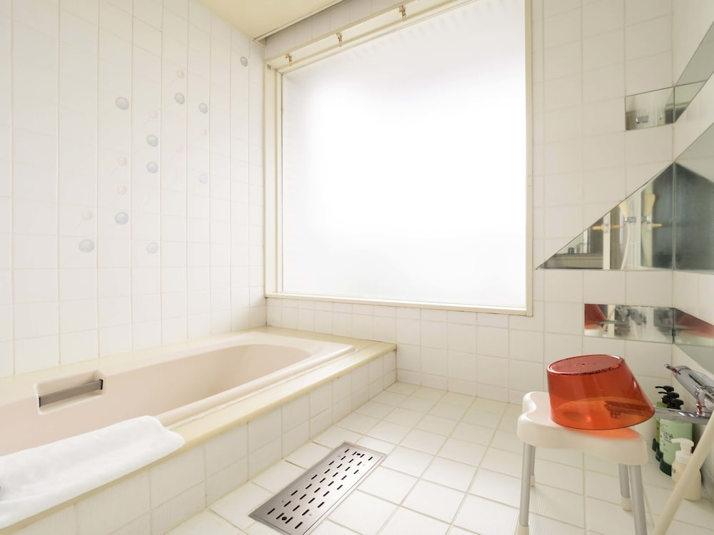 obihiro singles Hotel nikko northland obihiro, nishi 2, minami 13-1 (next to obihiro station ), ☎ +81 0155 24-1234 (fax: +81 0155 28-3553), single ¥13,000, double ¥19,000.