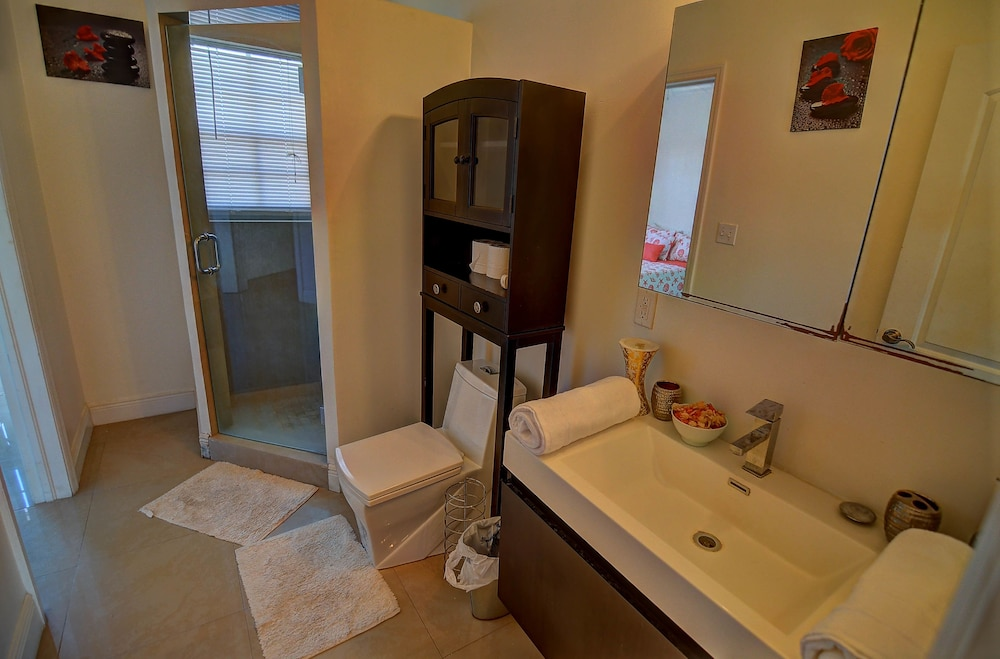 Bathroom, Star Self-Serviced Apartment Rentals