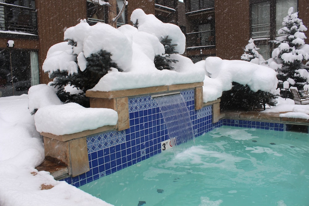 Pool Waterfall, Vail International Condominiums
