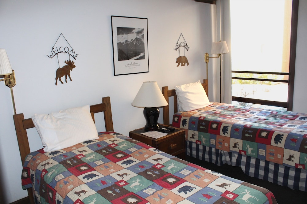 Room, Vail International Condominiums