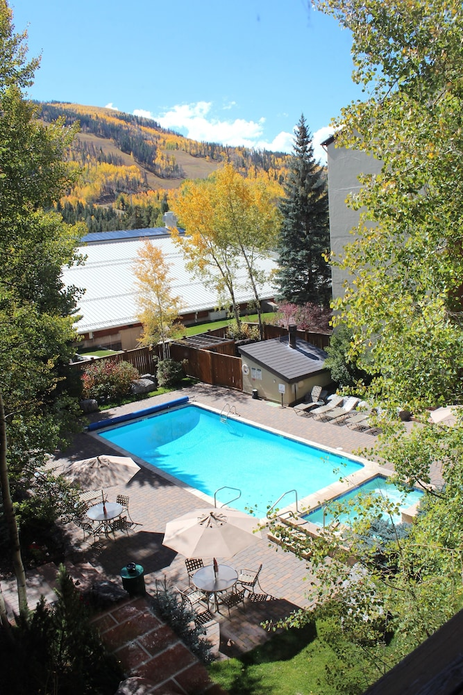 Outdoor Pool, Vail International Condominiums