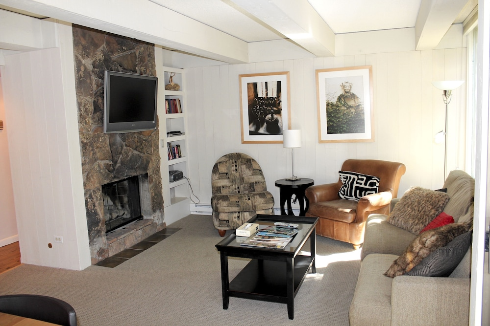 Living Room, Vail International Condominiums