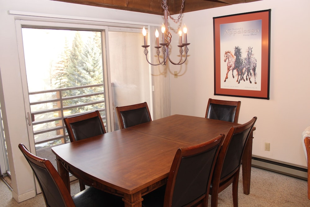 In-Room Dining, Vail International Condominiums