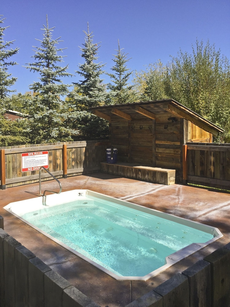 Outdoor Spa Tub, Fireside Resort