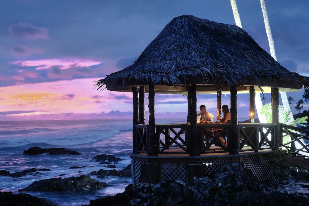 Couples Dining, Return to Paradise Resort and Spa