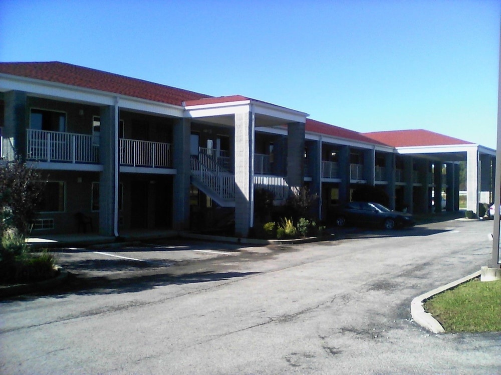 Front of Property, Campton Parkway Inn