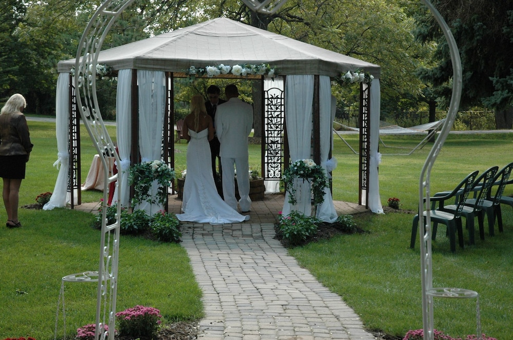 Outdoor Wedding Area, Lazy Cloud