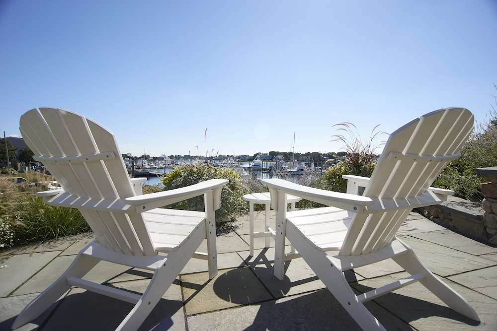 Terrace/Patio, Anchor In Distinctive Waterfront Lodging