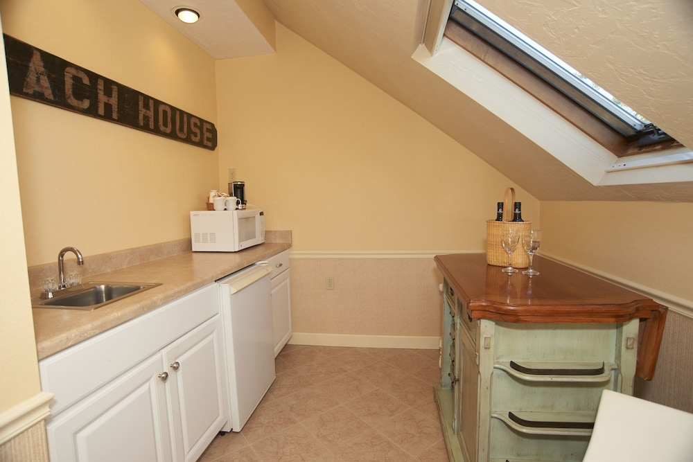 Private Kitchenette, Anchor In Distinctive Waterfront Lodging