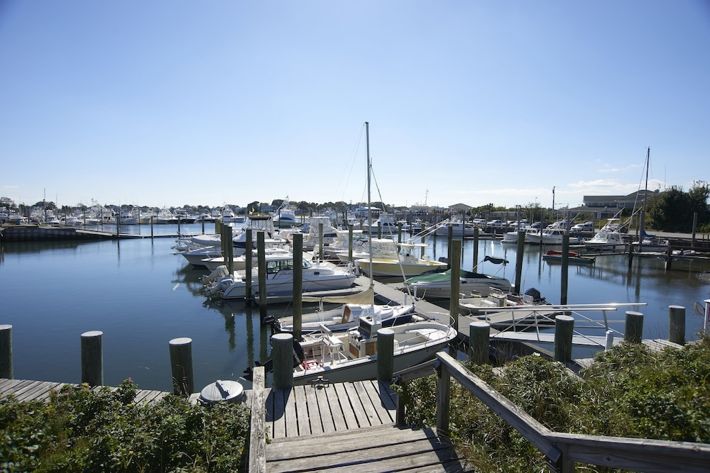 Marina, Anchor In Distinctive Waterfront Lodging