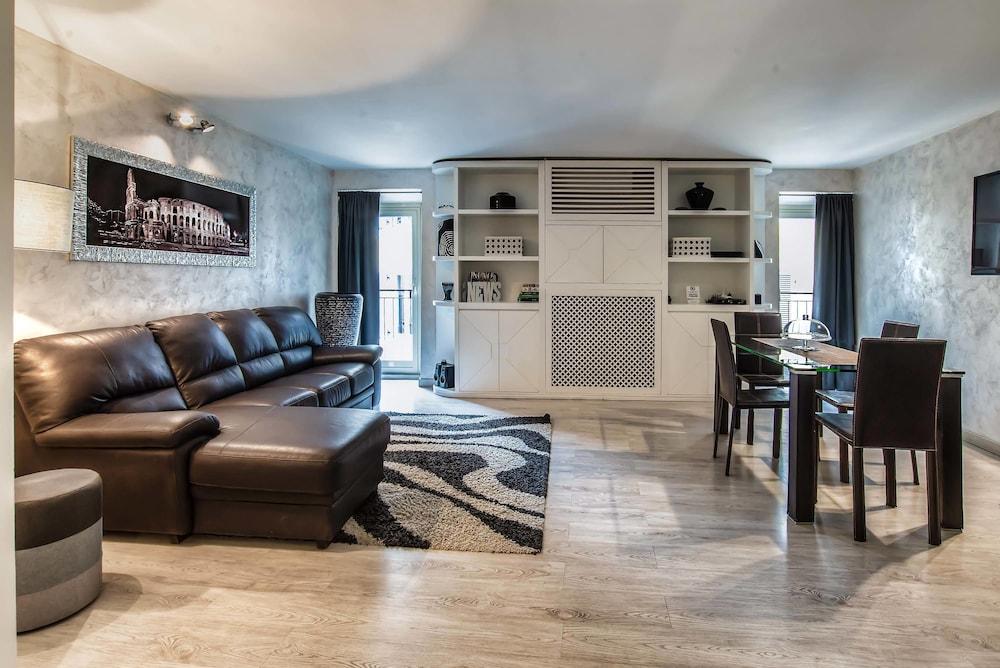 Cool Black And White Suite In Rome Hotel Rates Reviews On Orbitz Frankydiablos Diy Chair Ideas Frankydiabloscom