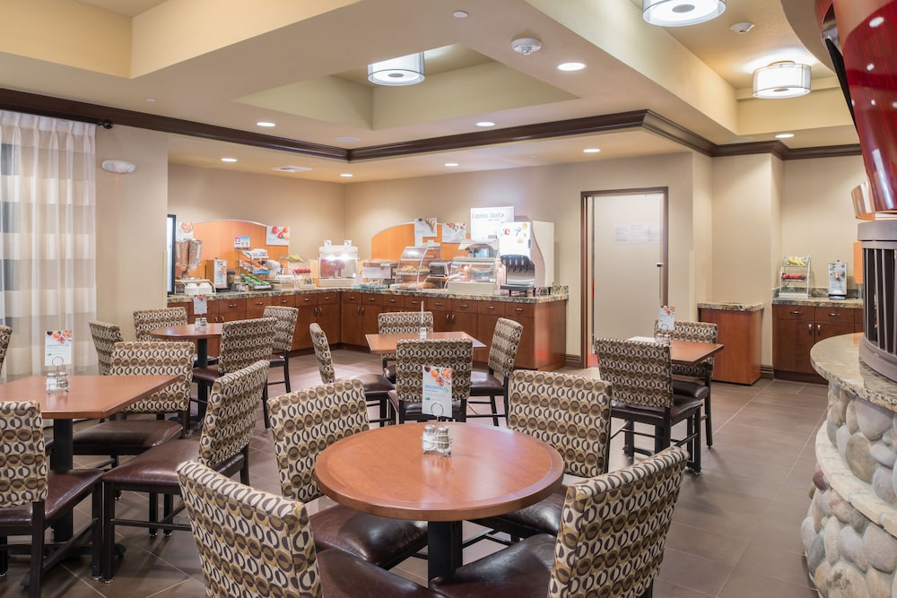 Breakfast Meal, Holiday Inn Express Klamath - Redwood Ntl Pk Area