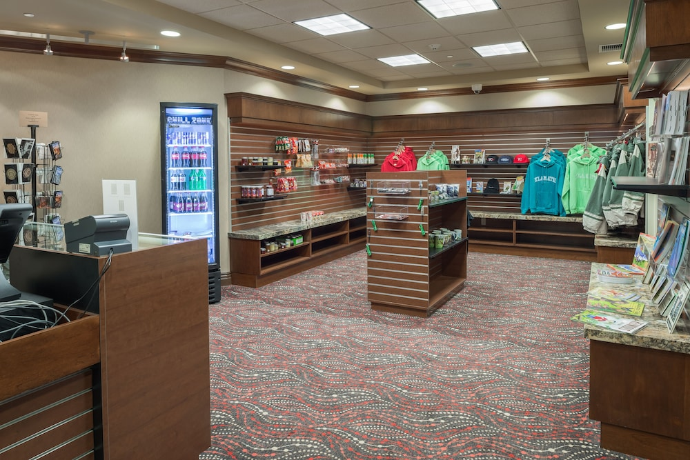 Gift Shop, Holiday Inn Express Klamath - Redwood Ntl Pk Area