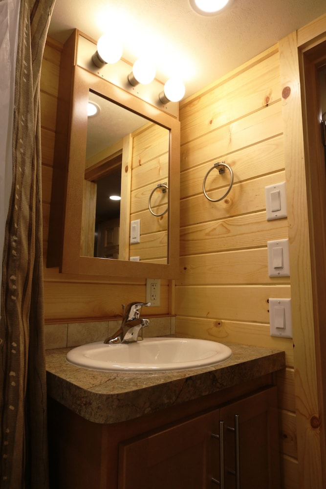 Bathroom, Lake George Escape - Campground
