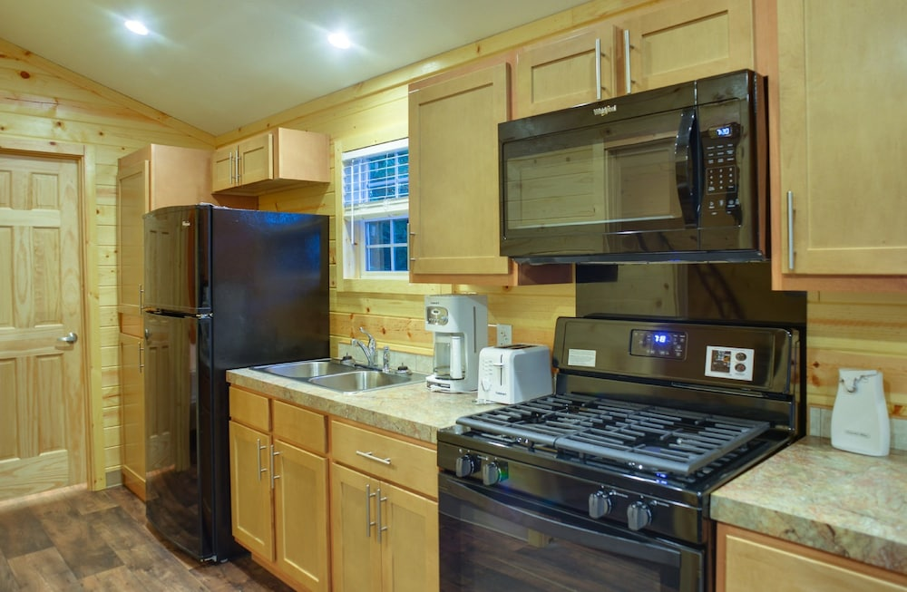 Private Kitchen, Lake George Escape - Campground
