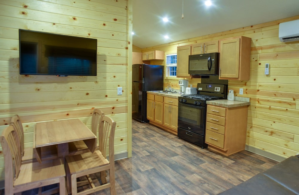 In-Room Dining, Lake George Escape - Campground