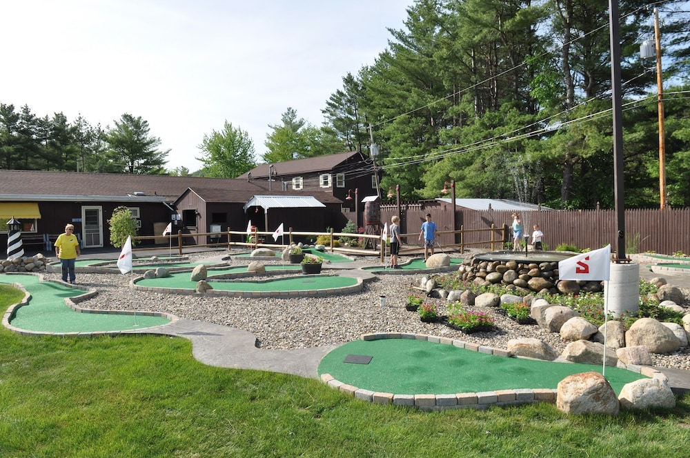 Mini-Golf, Lake George Escape - Campground