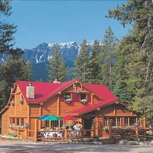 Baker creek mountain resort in banff national park hotel for Banff national park cabin rentals