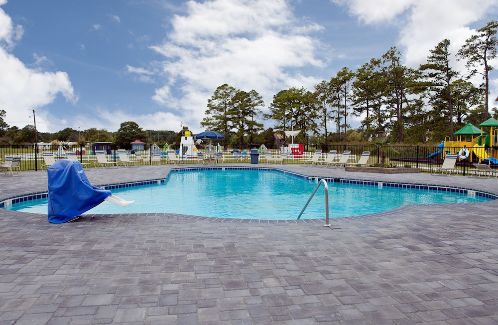 Outdoor Pool, New Point RV Resort