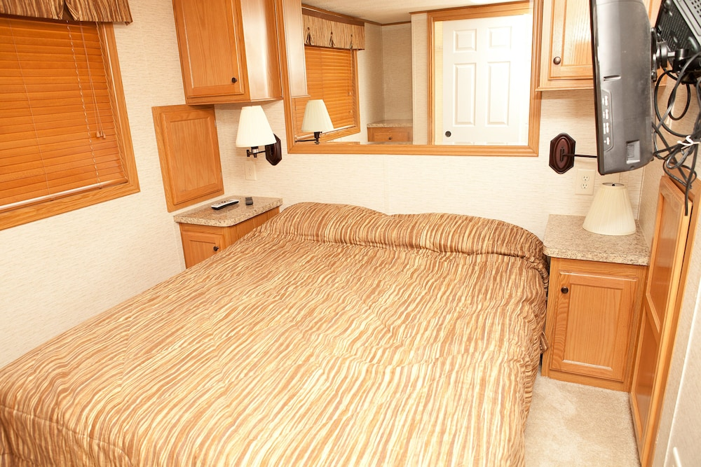 Room, New Point RV Resort