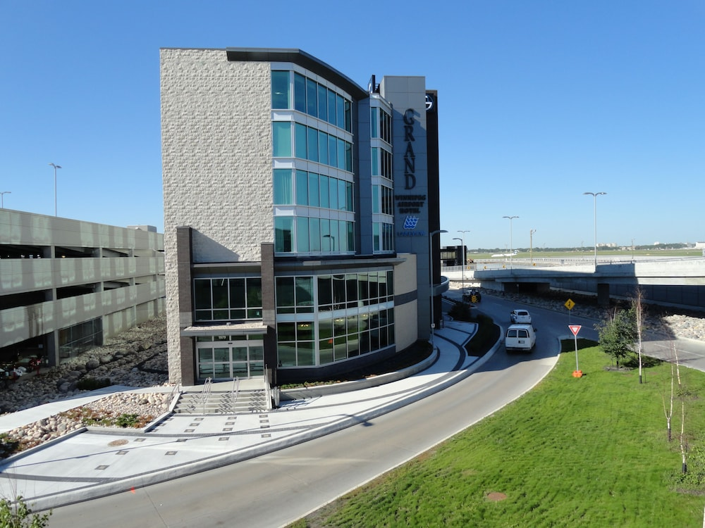 Exterior, The Grand Winnipeg Airport Hotel by Lakeview