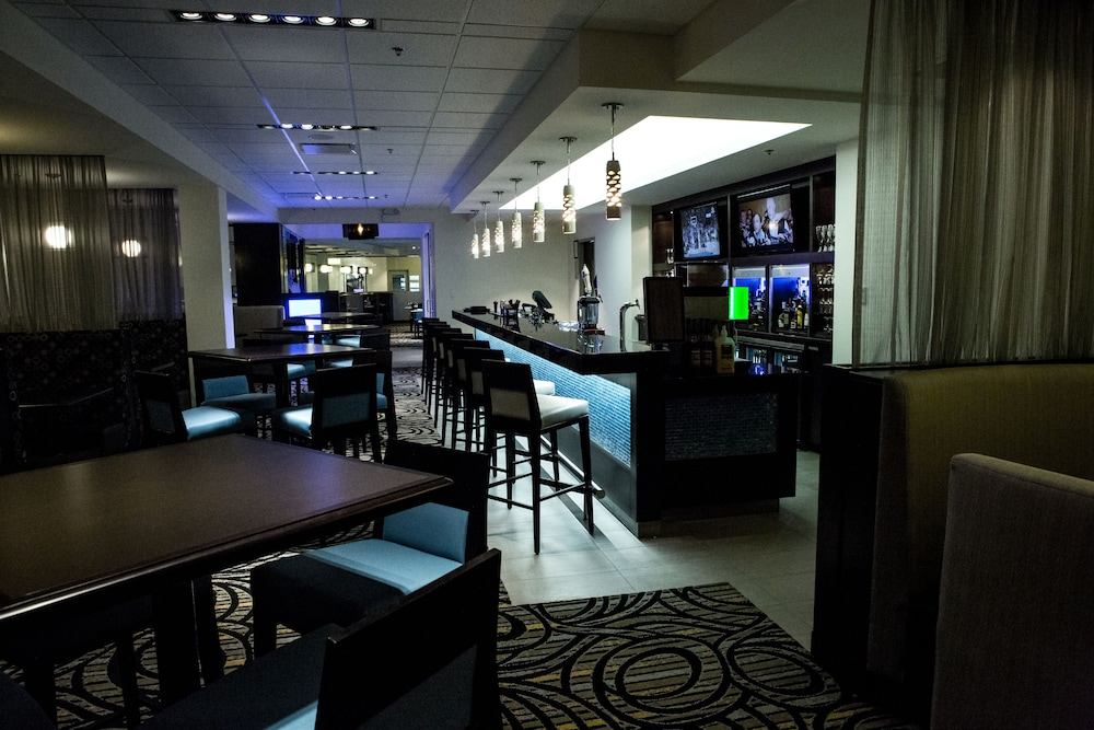 Lounge, The Grand Winnipeg Airport Hotel by Lakeview