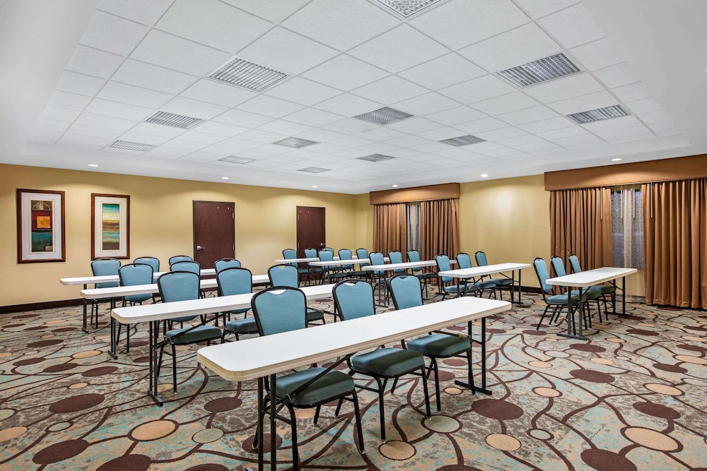 Meeting Facility, La Quinta Inn & Suites by Wyndham Sioux Falls