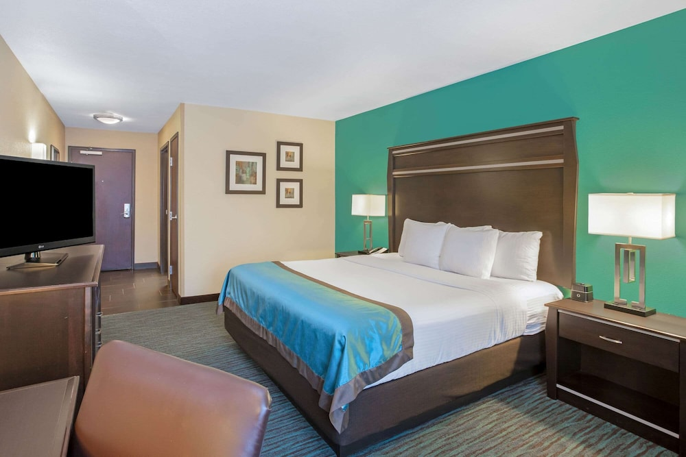 Room, La Quinta Inn & Suites by Wyndham Sioux Falls
