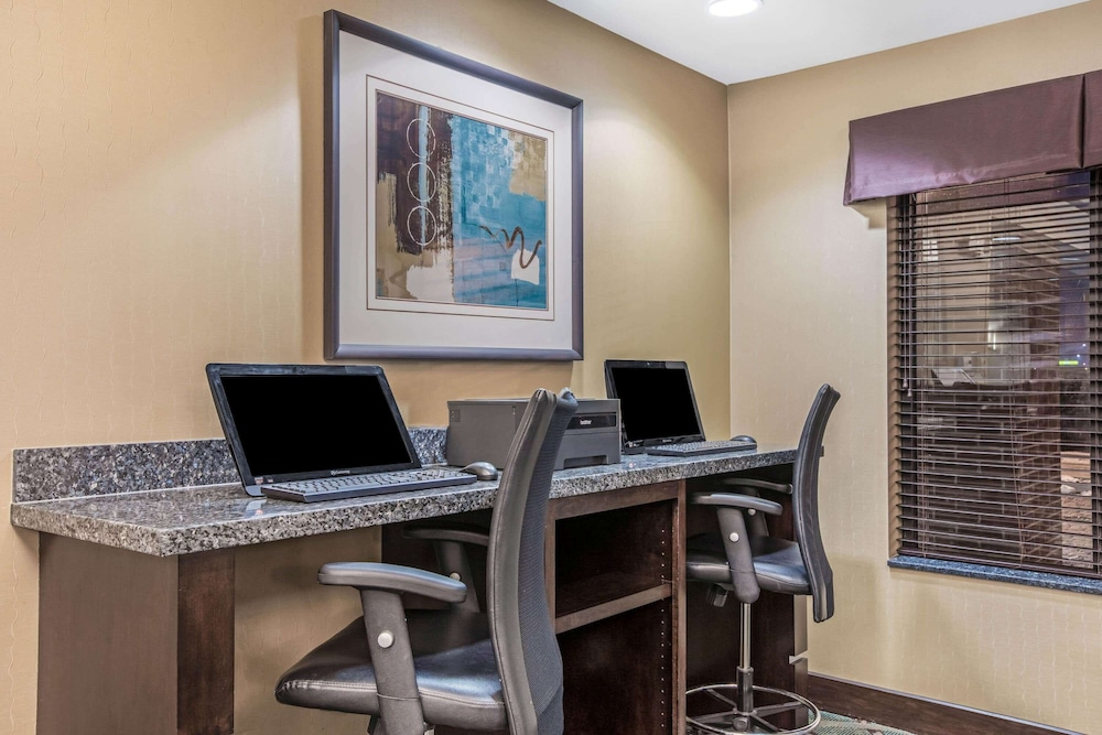 Business Center, La Quinta Inn & Suites by Wyndham Sioux Falls