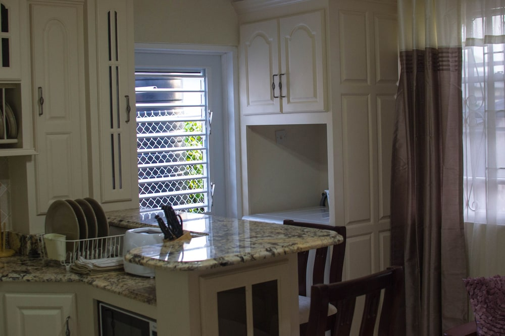 Private Kitchen, Hopeville Apartments