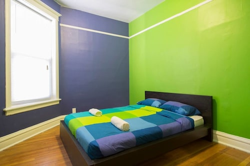 Best Wrigleyville Hotel Deals Wrigley Hostel