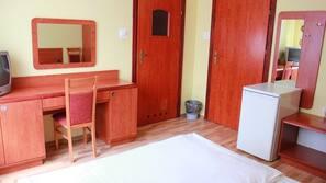 Schreibtisch, Bügeleisen/Bügelbrett, kostenloses WLAN