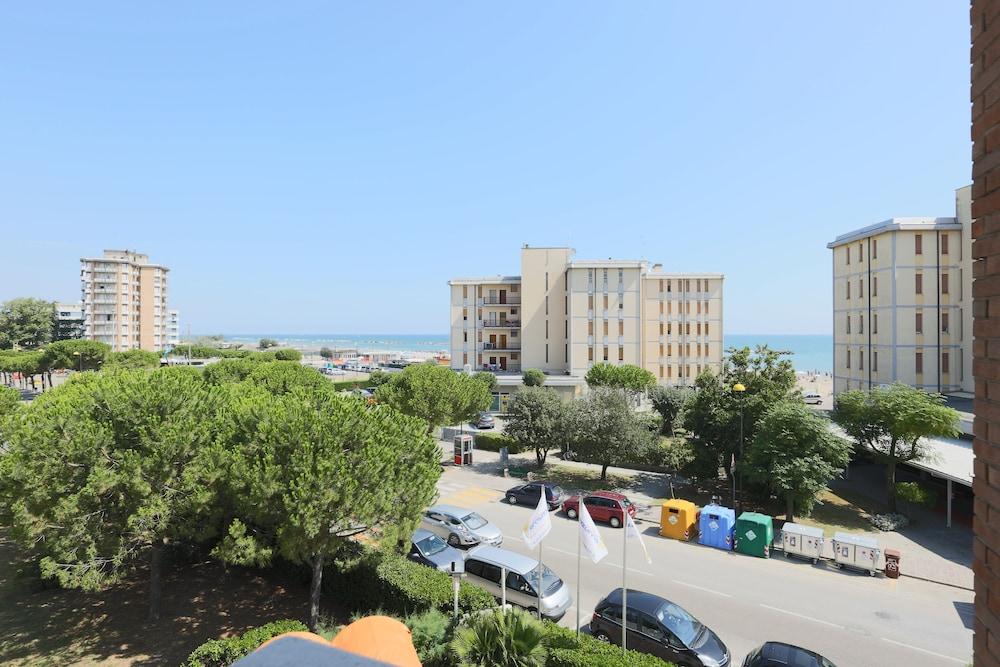 Family Hotel Marina Beach Viale Petrarca  Lido Adriano