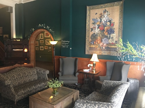 Hotels near Whitefish Airport: (FCA) Hotels with Free