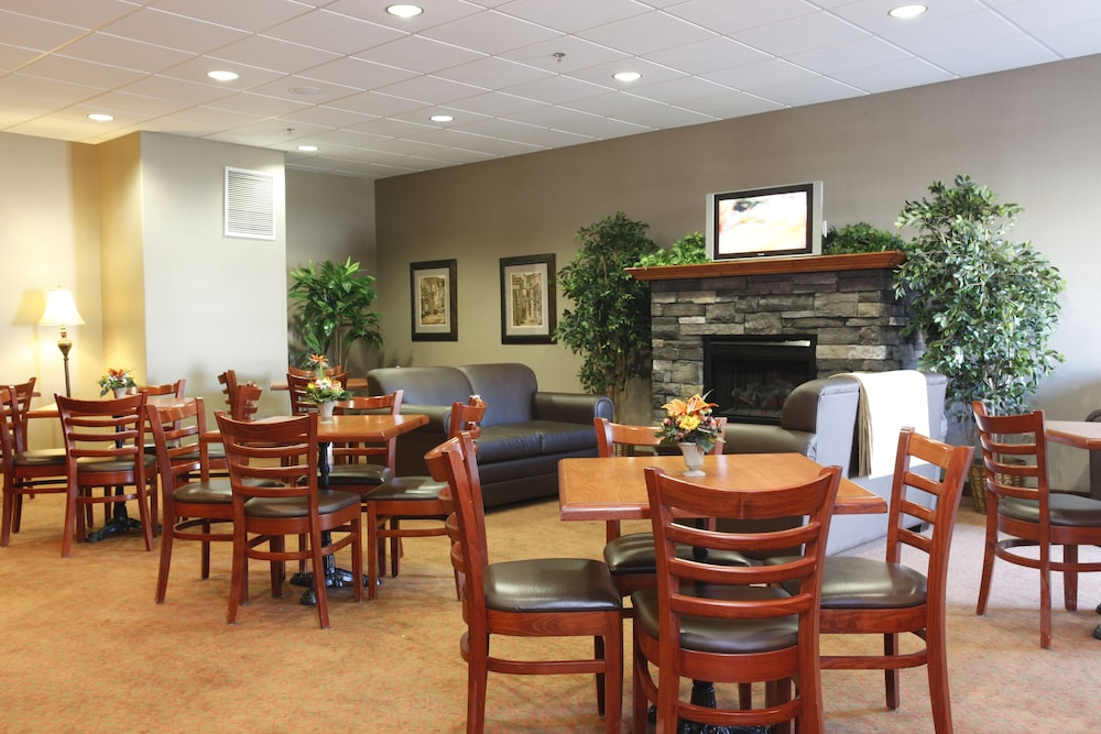 Breakfast Area, Pomeroy Inn & Suites Hotel Dawson Creek