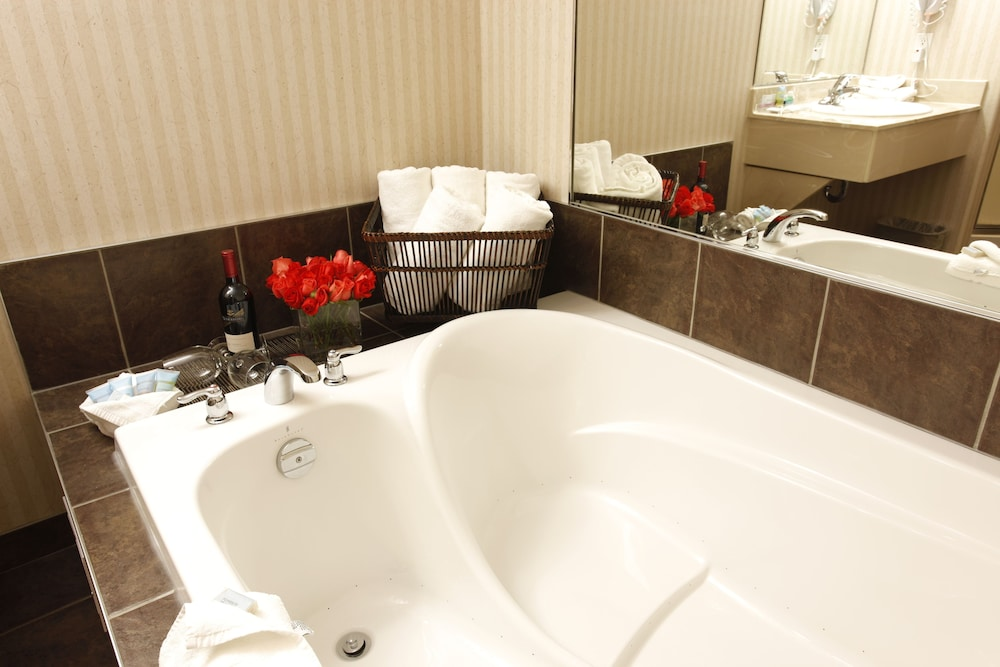 Bathroom, Pomeroy Inn & Suites Hotel Dawson Creek