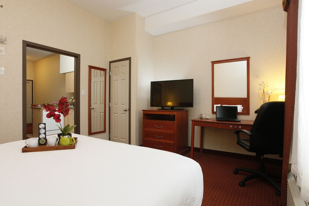 Room, Pomeroy Inn & Suites Hotel Dawson Creek