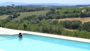 Piscina coperta, 2 piscine all'aperto, lettini