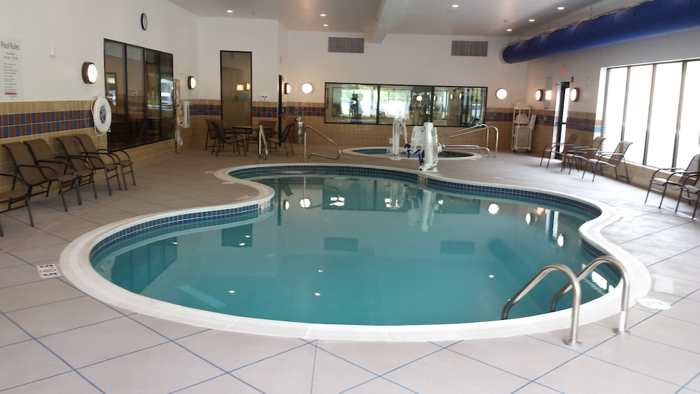 Holiday Inn Express Hotel Suites Cambridge In Zanesville Hotel Rates Reviews On Orbitz
