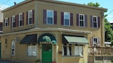 The Henry Collins Inn - Newport Hotels